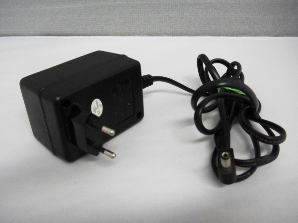 Creative Electronics Netzteil Ladegerät AC Adapter 20W 12V 1,67A CE-23-1220A *39