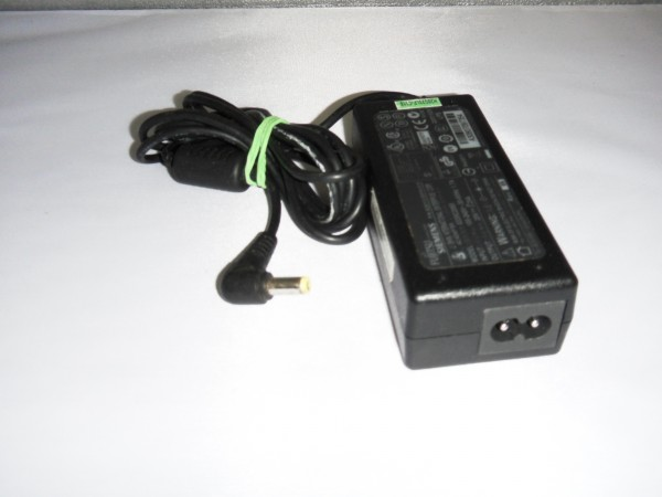 Fujitsu-Siemens Netzteil Ladegerät AC Adapter 65W 20V 3,25A S26113-E519-V15 B *43