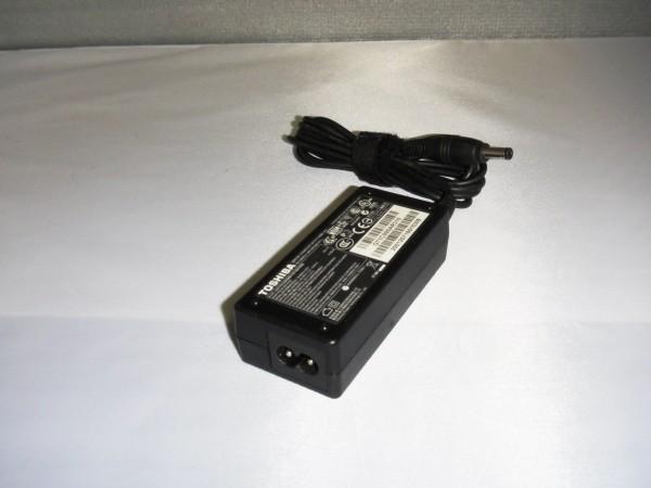 Toshiba Netzteil Ladegerät AC Adapter 30W 19,0V 1,58A PA3743U-1ACA B *4