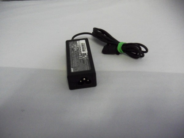 Acer Netzteil Ladegerät AC Adapter 45W 19V 2,37A PA-1450-26 black B *6